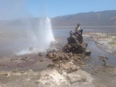 http://www.kenya-advisor.com/images/lake-bogoria-uncovered-21222978.jpg