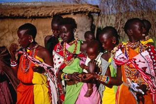masai women, masai mara national reserve, rift valley, kenya